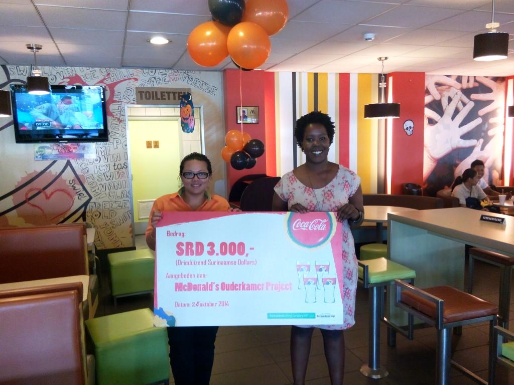 Donatie Fernandes Bottling Company aan McDonalds Ouderkamerproject