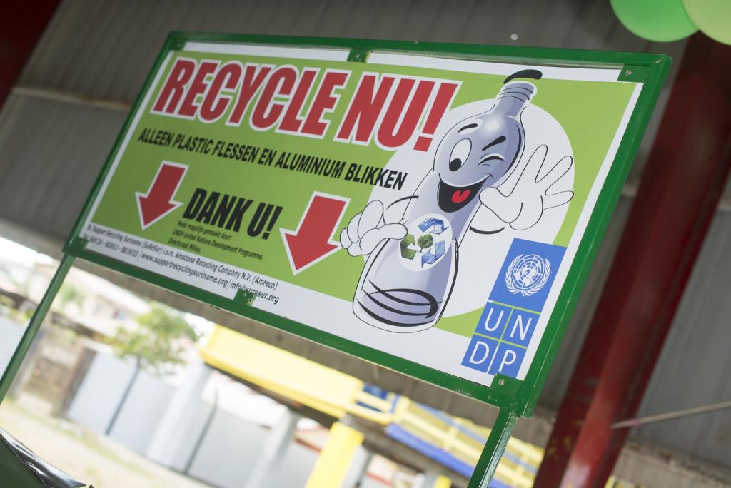 recycling inzamelbak Fernandes